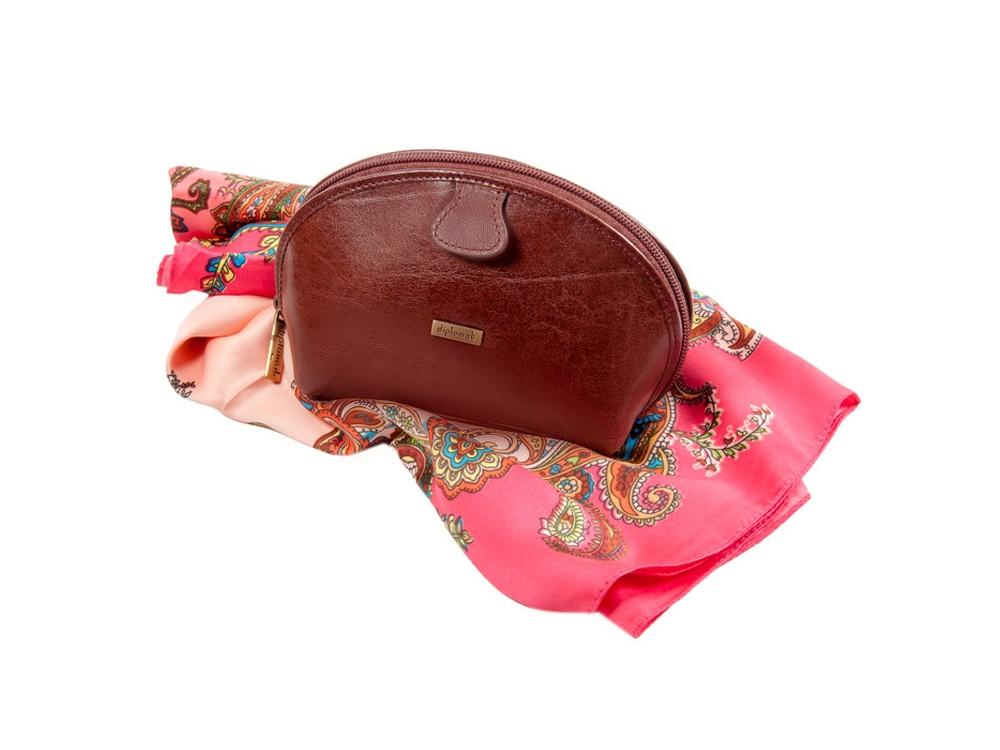 Подарочный набор: женская косметичка и стильный платок